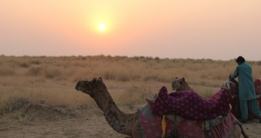 A harrowing night camping under the stars in Jaisalmer, India.